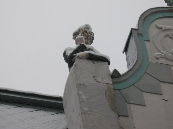 Памятник любопытному